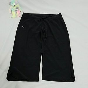 Under Armour loose fit capris size medium